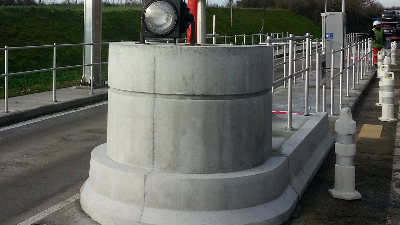 Extension et réaménagement de la gare de péage – Préfabrication d'une tête d'ilot et de bordure en béton